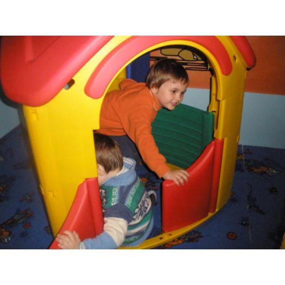 Serbare de Craciun la un Loc de joaca pentru copii